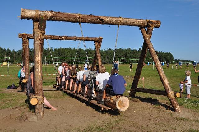 dřevěná houpačka