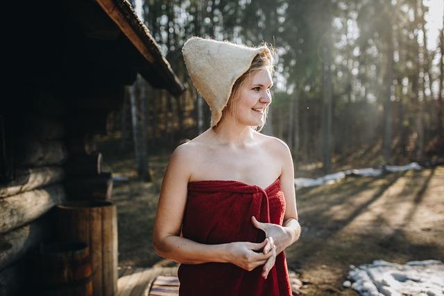 dívka v lese