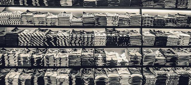 hromádky triček.jpg