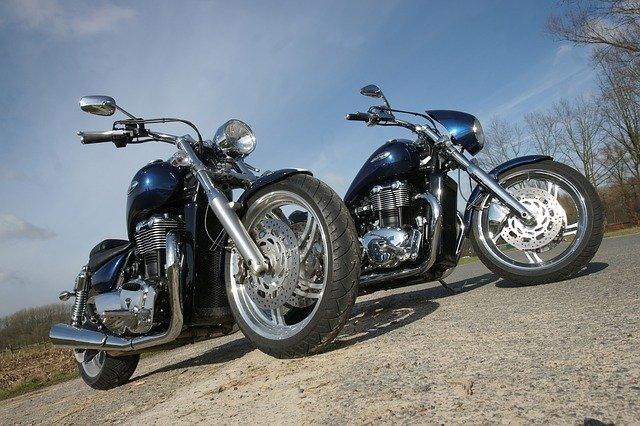 dvě motorky.jpg