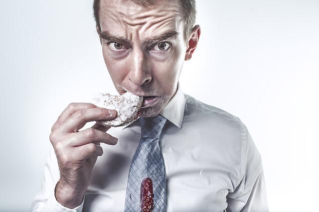 muž se sušenkou.jpg